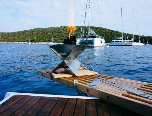 Keine Grillen: Grillen an Bord mit einem Holzkohlegrill